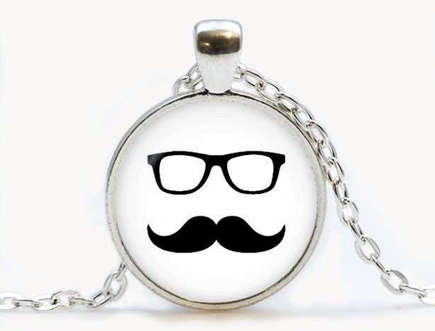 Moustache avec lunettes Hipster pendentif. Collier de hipster. Bijoux de moustache. Cadeau d'anniversaire par luckyjewelry3 sur Etsy https://www.etsy.com/ca-fr/listing/194770208/moustache-avec-lunettes-hipster
