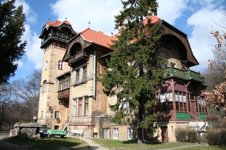 Willa Wilhelma Juencke w Sopocie budowana etapami w latach 1877-1903 według projektu Karla Hofackera.