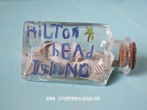 Beach Memory Jars. Easy Sand Craft and Vacation Memento in one!