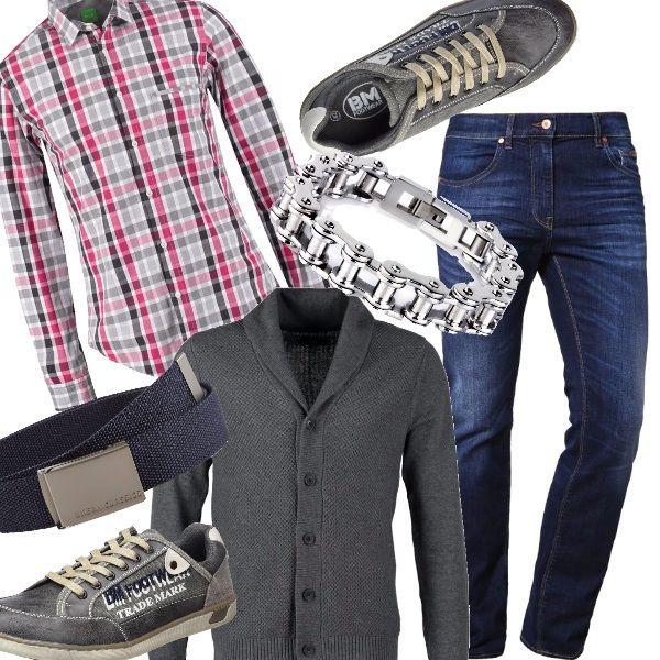 Adatto ad un contesto poco formale, ma nonostante tutto dal look ricercato. Jeans slim blu, camicia a quadri, sneakers vintage con scritta laterale, cintura in canvas con fibia in acciaio, bracciale semirigido.