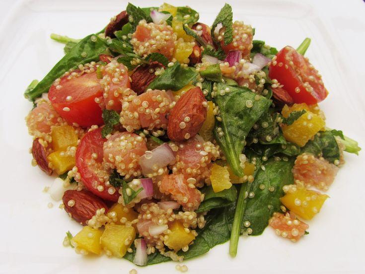 Recept salade met quinoa, spinazie en zalm. Quinoa bevat bijna geen calorieën maar vult heel goed. Er zitten veel vitamines, eiwitten en mineralen in.