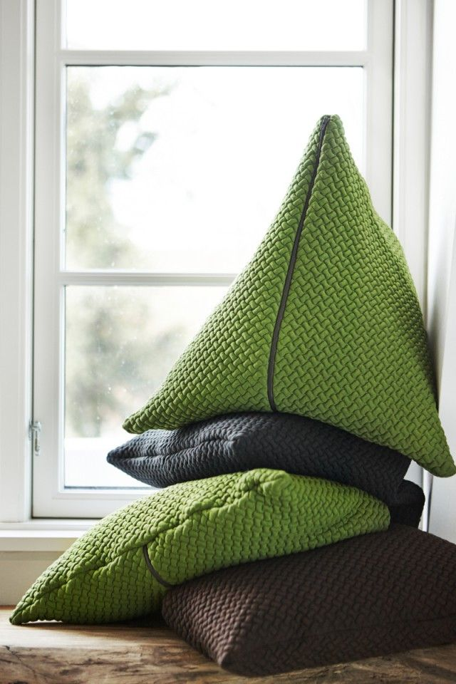 BARK cushion large GREEN - Ydlingsting - Nordic Design Collective