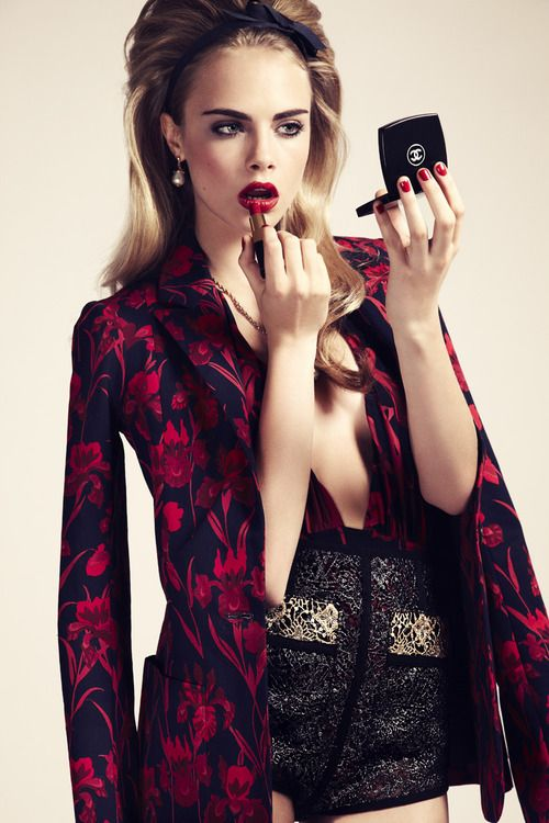 carawithlove:  Cara Delevingne's Wild Side. The best of top model Cara Delevingne's funny faces.