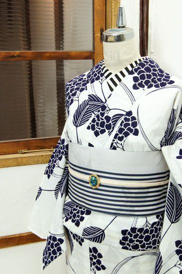 白地に紺一色の清々しい色合いで染め出された紫陽花模様が美しい注染レトロ浴衣です。 #kimono