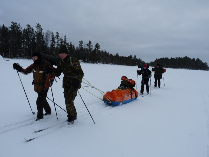 Transport of tent, food and kitchen by sled. Personal gear we carry ourselves.