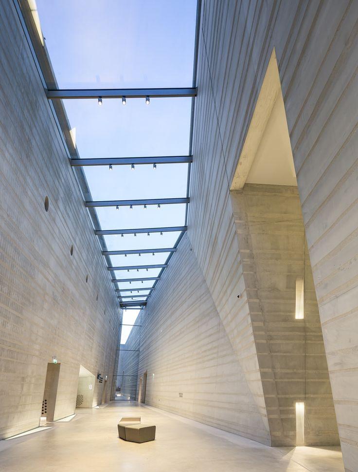 In het Centre International d'Art Parietal kunnen bezoekers een replica van de beroemde grot bezoeken en kennis opdoen over het prehistorisch werelderfgoed.