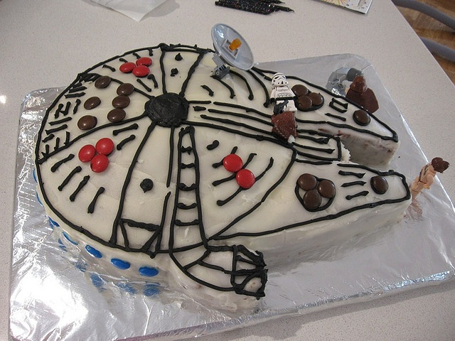 completely possible millenium falcon cake
