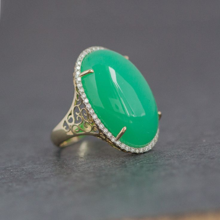 Chrysoprase , gold, diamonds, 2699 €