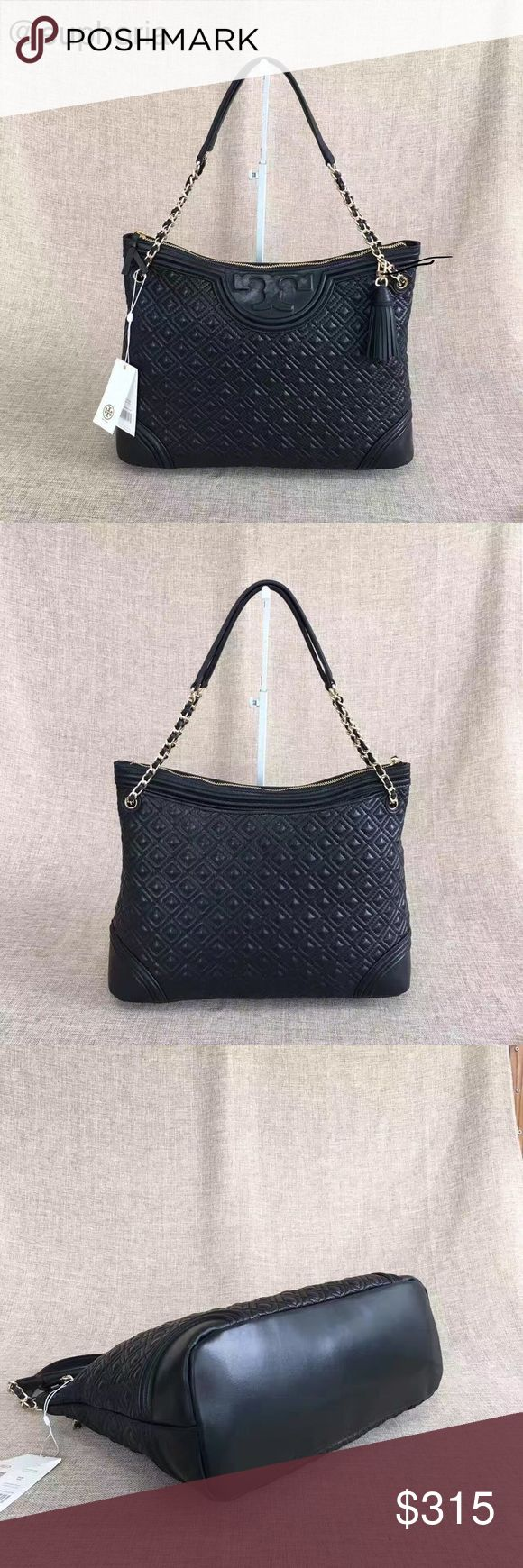 """Tory burch Fleming tote black Holds a 13"""" laptop, a small umbrella, A4 paper, a continental wallet and an iPhone 6 Plus Leather Zipper closure Leather-and-chain strap with 9.96"""" (25 cm) drop 1 interior zipper pocket, 2 open pockets Height: 12.35"""" (31 cm) Length: 15.34"""" (38.5 cm) Depth: 5.58"""" (14 cm) Tory Burch Bags Totes"""