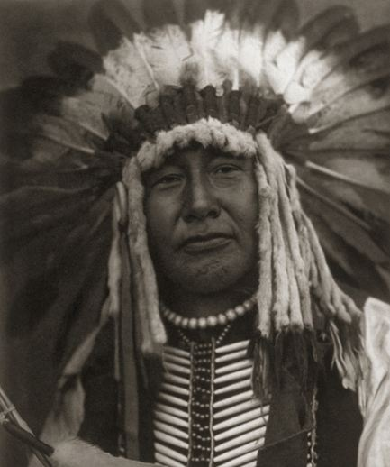 "janebrickley:    Portrait of Yellow Owl, Mandan Indian Photograph by Edward S. Curtis, 1900s  ""At the time of this photograph of Yellow Owl, fewer than 300 people of his tribe existed on the Mandan Indian reservation near Fort Berthold, North Dakota. Mandan numbers were decimated by smallpox brought by white traders in the 1830s."""
