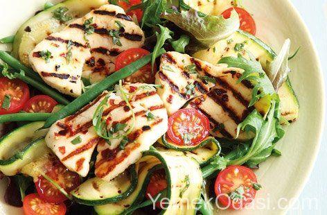 Hellimli Salata Tarifi Bugün sizlere sofraların en sağlıklı besini olan bir salata tarifi vermek istiyorum. Hellim, kabak, yeşil fasulye ve domatesten oluşan lezzetli ve besleyici bir salata. Tarifimiz 5 kişilik olup hazırlanma süresi 10 dakikadır. Deneyen arkadaşlarla şimdiden kolay gelsin.    Malzemeler:  1 tane http://www.yemekodasi.com/hellimli-salata-tarifi/  #HellimliSalata, #PeynirliSalata, #SalataTarifleri