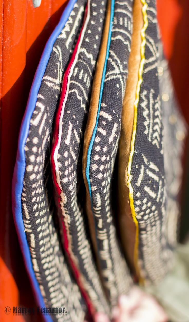 bogolan en la parte delantera, piel de cordero merino en distintos colores en la parte trasera y un vivo en el medio! Artesanía pura. www.facebook.com/misterce