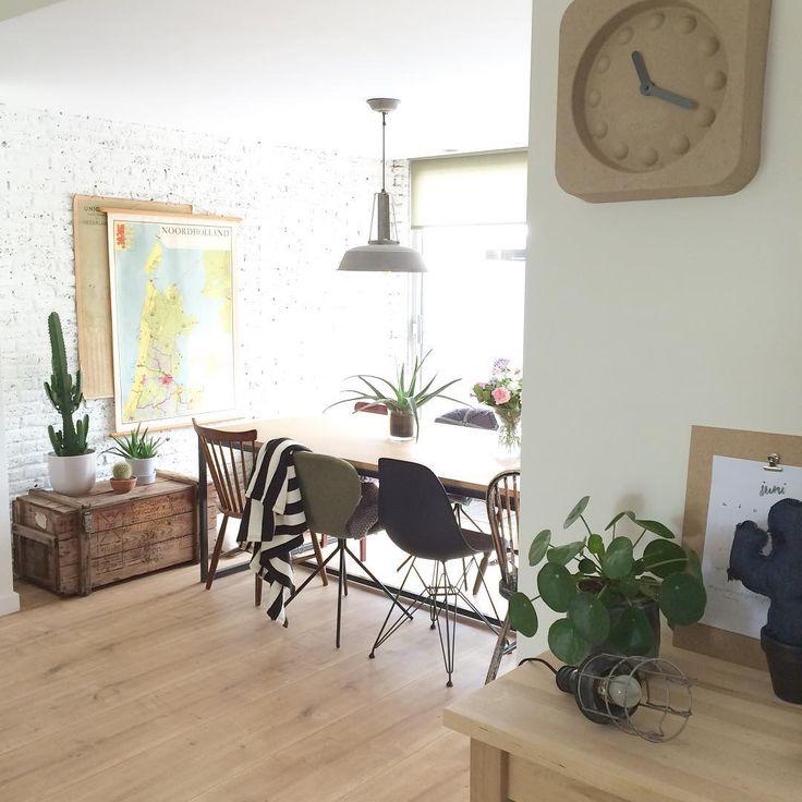 Verschillende stoelen aan de eettafel, ik hou ervan! #diningroom #diningtable #hkliving #vitra #zuiver #interieur #interior #interiør #roomforinspo #interiorwarrior #ilovemyinterior #homedetails #myhome #home_and_living #zuiver #vitranl #cactus #vintage #vintageliving #vintagewonen #hkliving #pilea #pilealove