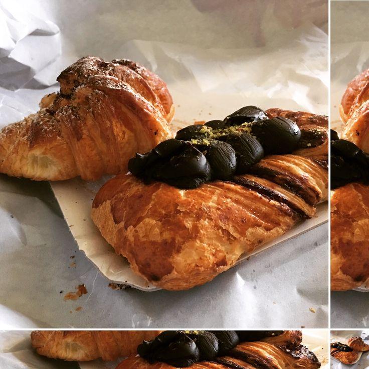 Ci siamo!! #Colazione a #Catania...  #treccia e #cornetti  Seguiteci su tutti i nostri #social ma soprattutto su www.ricettelastminute.com   #ricetta #ricette #mattina #sicilia #sicily #italia #italy #me #recipe #recipes #treccine #treccia #cornetto #picoftheday #photooftheday #instagood #food #foodporn #foodlover