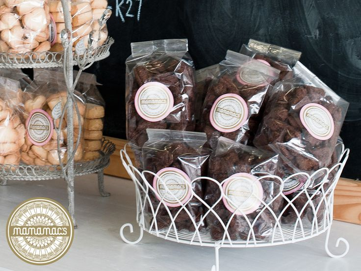 Indulge in our Dark Chocolate and Almond Biscuits this winter! Buy online here: http://ow.ly/DFLT30dwPAU