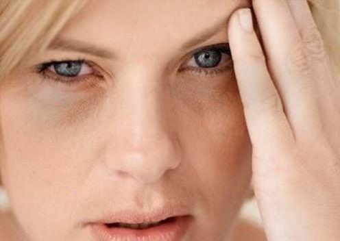Como cuidar dos olhos cansados - 8 passos (com imagens)