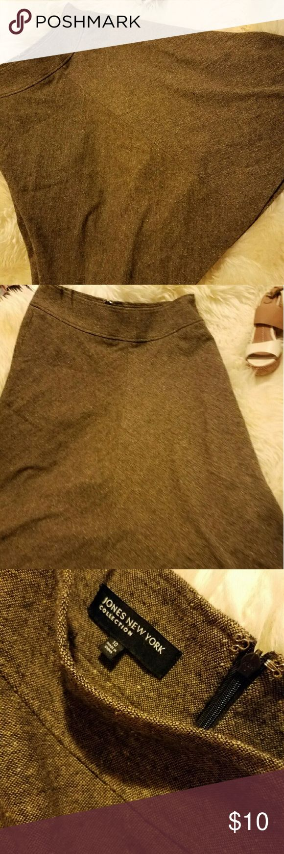 Jones of New York wool brown flowy skirt flowy wool skirt 1940s mode  size 10 Jones of New York perfect for a silk neutral shirt and neutral shoes ... sturdy piece will last ages .....  buisness casual eclectic style Jones New York Skirts A-Line or Full