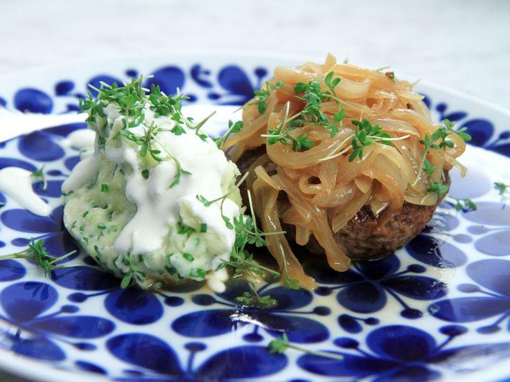 Pannbiff med löksky och mosad potatis | Recept från Köket.se
