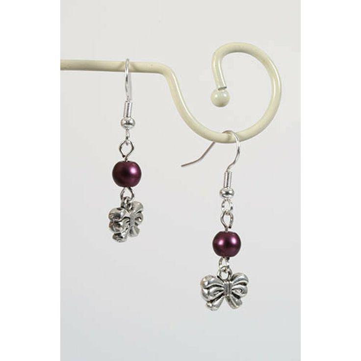 Oorbellen met strikjes en paarse glaskraal - http://www.onlinejuwelenkopen.be/paarse-oorbellen-met-strikjes