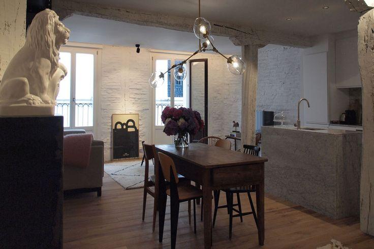 El equipo de Soluvent ha participado en la renovación integral de un piso del Casco Viejo de Bilbao, en la calle Belosticalle.  Las ventanas debían estar a la altura del impecable trabajo de interiorismo realizado en este apartamento, que se va a alquilar como alojamiento vacacional en una conocida página de Internet.  El resultado es una vivienda