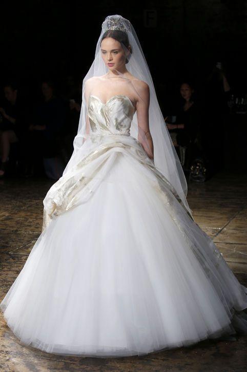 Přes 25 nejlepších nápadů na téma Jessica Simpson Wedding Dress na ...