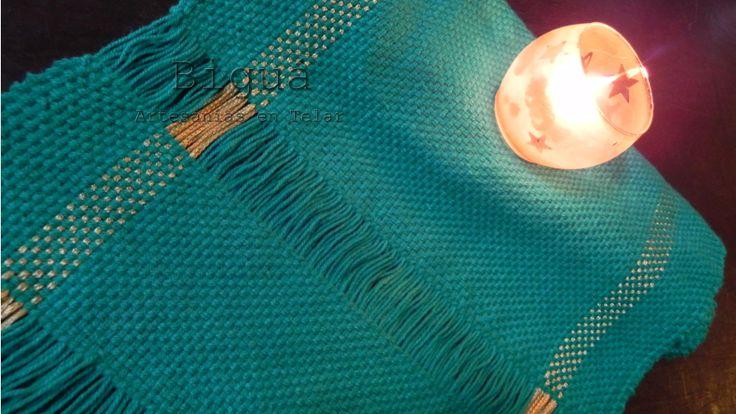 Verde y dorado. Camino de mesa en telar para estas navidades