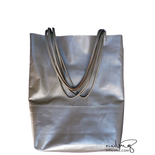 Loving a tote leather bag while looking slightly futuristic? This bag is the answer!  Product by Titilung