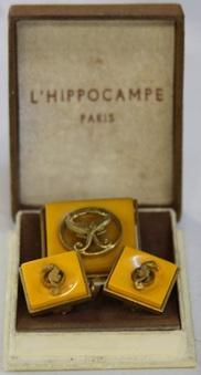 Original Box from Paris at www.kimlovesvinta...: Bakelit Lucite Celluloid, Paris, Originals Boxes, Bakelit Queen, Bakelit Collector, Cuffs Link, Bakelit Beautiful, Bakelite Jewelry, Bakelit Celluloid Ears Plastic