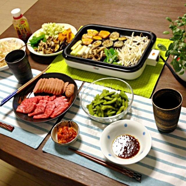 お肉は良い部位を少し、たっぷりのお野菜で! (^◇^) - 39件のもぐもぐ - 焼肉(ミスジ・ウィンナー)、野菜焼、枝豆の塩茹で、キムチ、ビール by pentarou
