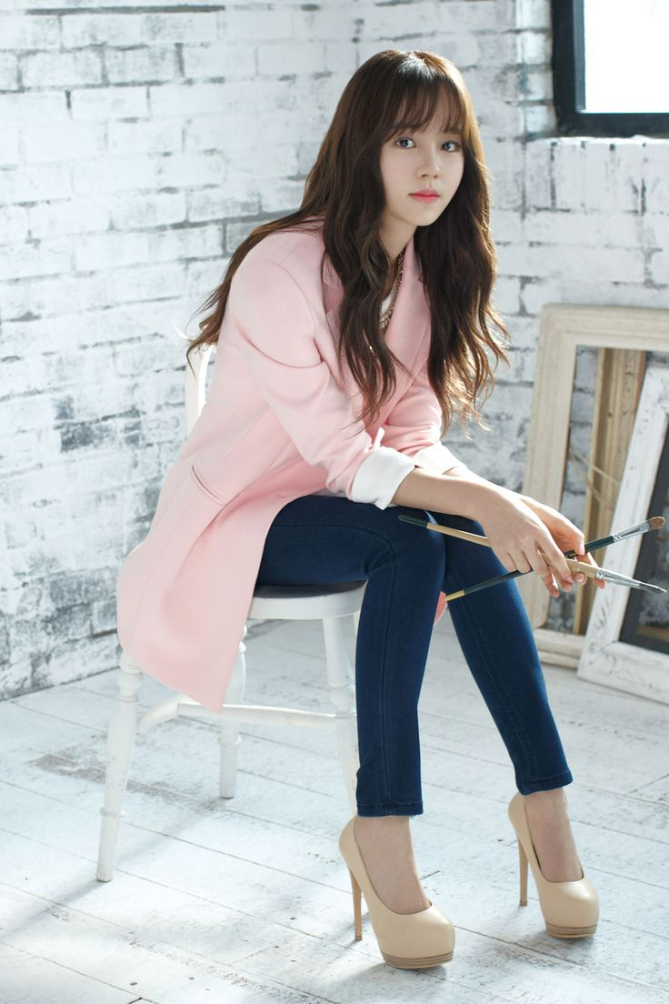 Love the pink jacket! It's feminine and romantic but not too inappropriate for Kim So Hyun