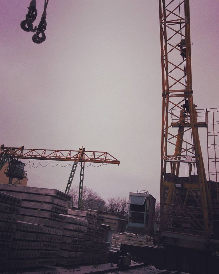 Рассвет над кранами  #landscaping #garden #building #construction #home #design #engineering  #transportation #photo #belarus #punk #postmodernism #art-deco #job #sky #nature #clouds #natureshot #post-apocalyptic  #rent #архитектура #покупка, #аренда #ремонт  #minsk