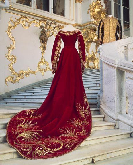 Ceremonial court dress of Tsarina Maria Feodorovna, velvet, satin, gold embroidery, 1880-1890