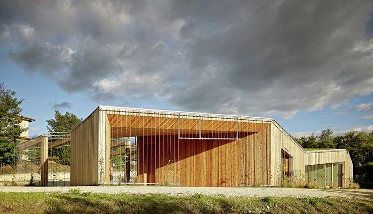 Centro Comunitario en Poggio Picenze / Burnazzi Feltrin Architetti