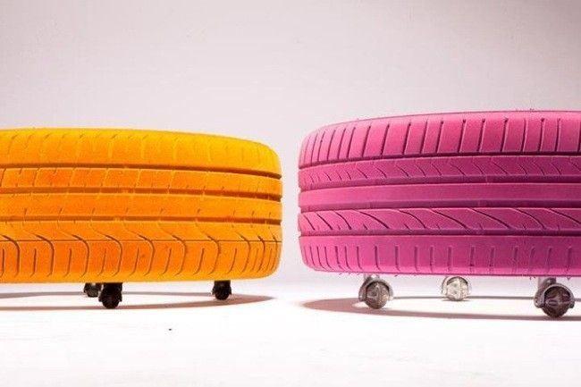 Neumáticos convertidos en taburetes.