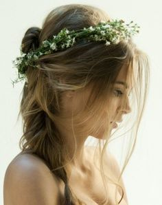 Wedding - Floral Bridal Hair. Could I do this with daisies and a longish veil?