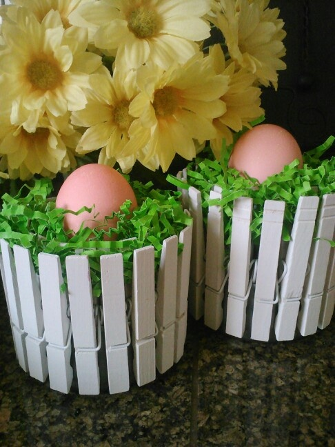 DIY Egg Cups For Easter Table - supplies needed: tin can (5oz canned chicken works best), 20-21 clothes pins (depends on size), white spray paint (or colors of choice), easter basket grass, dyed hard boiled egg.