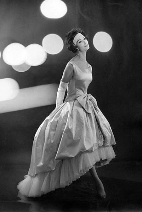 1959 - Simone d'Aillencourt in Balencaga evening gown of satin and tulle Because hi-low is not a new concept.