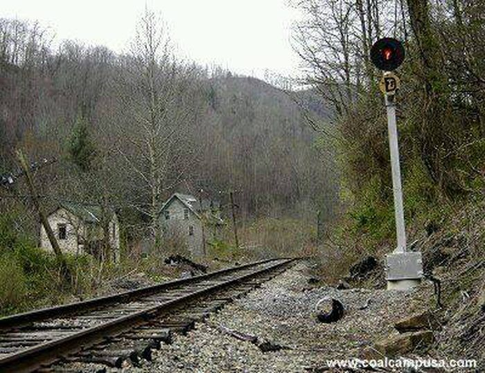 These 8 Unbelievable Ruins In West Virginia Will Transport You To The Past West Virginia Abandoned Town Virginia