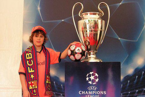FC Barcelona Camp Nou Experience . picture with the Champions League trophy
