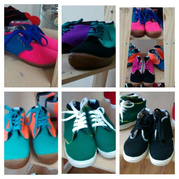 Zapatos y zapatillas tejidos a crochet, hechos a mano y con amor.