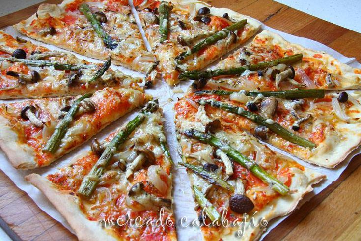 Pizza con masa semolina. Paso a paso. Mercado Calabajío. (Receipe in Spanish Language).