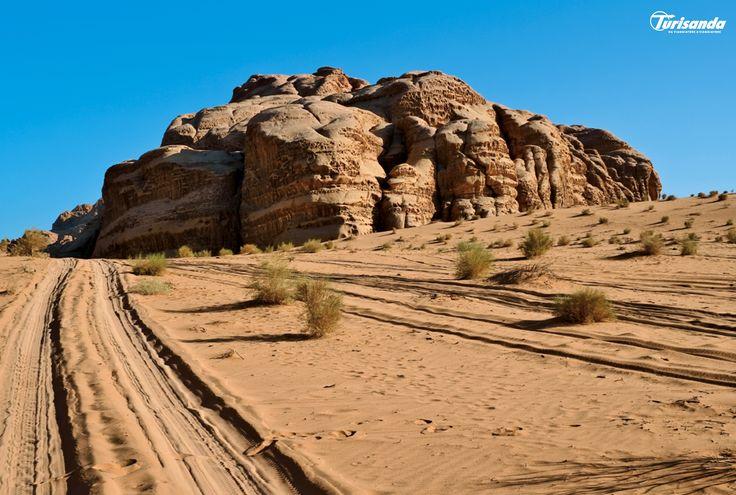 """Un viaggio nel """"museo più antico del mondo"""", ammirando gli incantevoli e leggendari scenari del deserto del Wadi Rum."""