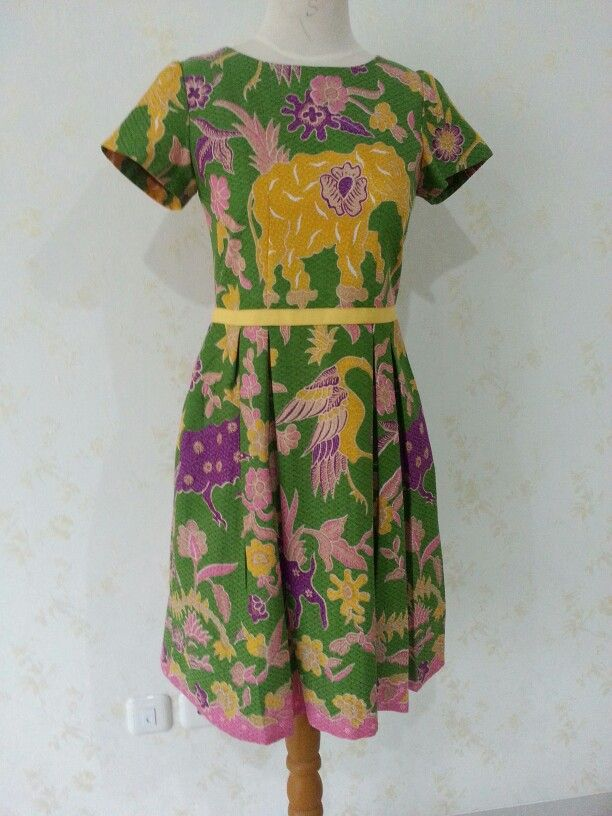Batik Yovita dress by Dongengan. (Facebook page: Dongengan https://m.facebook.com/dongengan?m_sess=public&__user=658492122)