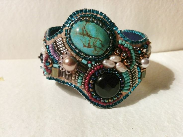 Bracciale artigianale in tecnica bead embroidery  https://www.etsy.com/listing/223724885/bracclae-bead-embroidery?ref=listing-shop-header-0