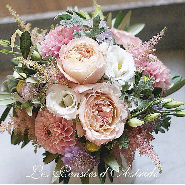 """{Les événements de Victoria} -Mariage du 19 août 2017-  Un bouquet de mariée avec Dahlia, Roses """"David Austin"""", Cinéraire, Scabieuses & Lysianthus <3"""
