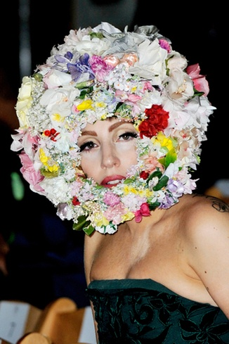 WHAT A DELIGHTFUL GARDEN STATUE (Lady Gaga)