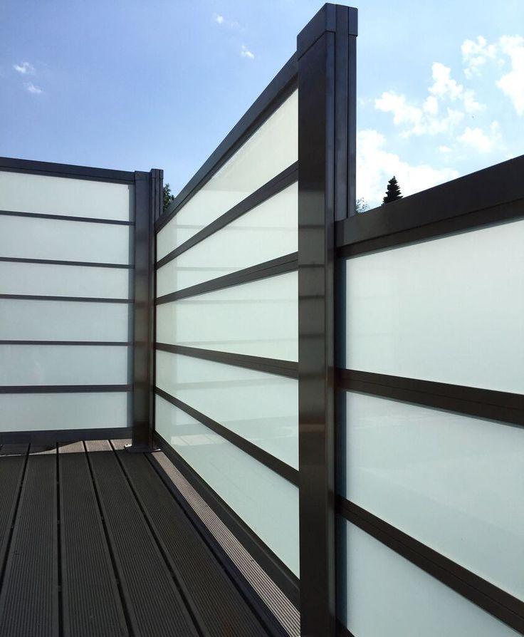 Trappet terrasse-levegg i design Sonate - frostet glass og rustfritt stål. www.forefence.com