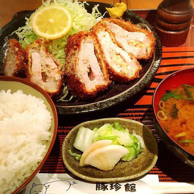 🎈42週末連続 💪俺の力めし🐷にんにくとんかつ🙌🙌🙌💕 ・ ・ #とんかつ #tonkatsu #豚 #肉 #pork #🐷 #gourmet #グルメ#にんにく #ニンニク #💕 #おいしい #定食 #夕食  #instagood #美味しい #旨い#dinner #delicious #調布 #garlic #good #いいね #👍 #❤️#nice #😋 #豚珍館 #塩 #salt