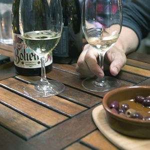 You can order whatever the hell you like, but if you're looking to take charge and appear like you know what you're doing while choosing something you and your friends will enjoy, here are a few tips. #wine #vinomofo #winetips #tips #wineguide