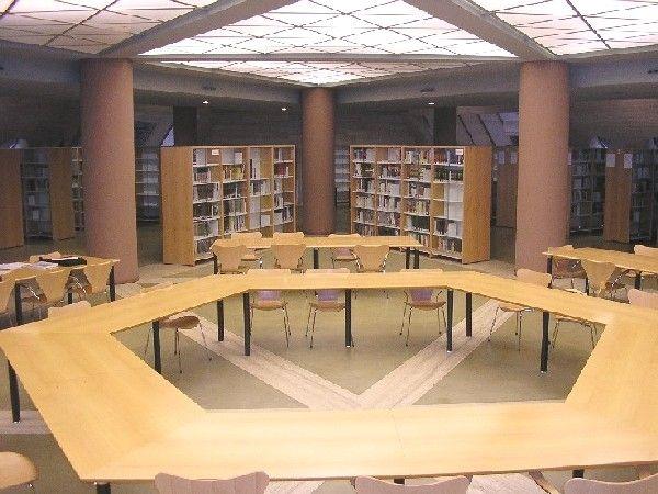 BIBLIOTECA DE CIENCIAS DE LA INFORMACIÓN (http://www.bbtk.ull.es/view/institucional/bbtk/Ciencias_de_la_Informacion/es). Campus de Guajara. Universidad de La Laguna